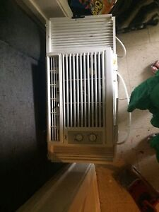 Selling air conditioner and toddler bed