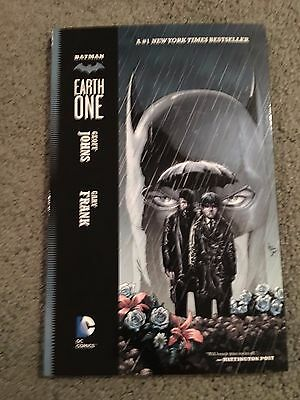 Batman:Earth One Graphic Novel-tpb-OOP Gary Frank best Batman art since