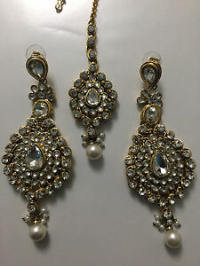 Indian jewelry - kundan earring and tikka set