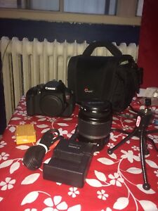 Canon T4i  -  mint condition