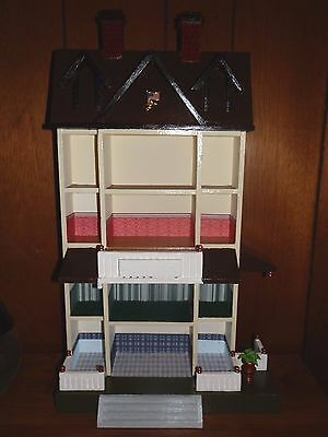 Wooden dollhouse room box vintage