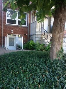1Br Apt available Christie and St Clair