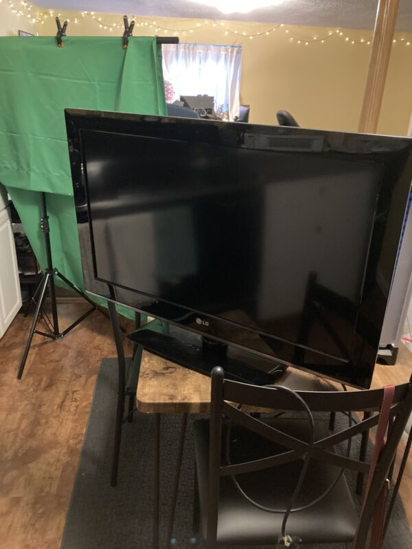 LG tv with stand remote control and power cord