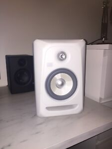 "1 KRK Rokit 5 ""White noise"" edition speaker"