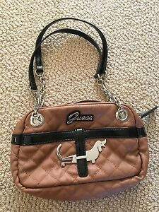 Guess purse, great condition never used