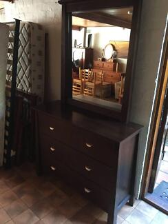 FREEDOM FURNITURE DRESSER WITH 6 DRAWERS & MIRROR