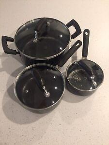 Set de casseroles avec couvercles