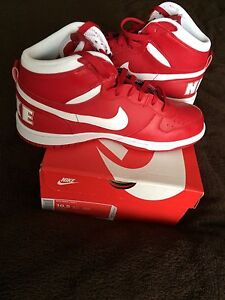 NIKE CLASSICS DS SIZE 10.5