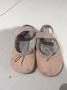 Girl's ballet shoes size 7.5 Picnic Point Bankstown Area Preview