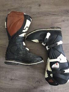 Dirt bike boots
