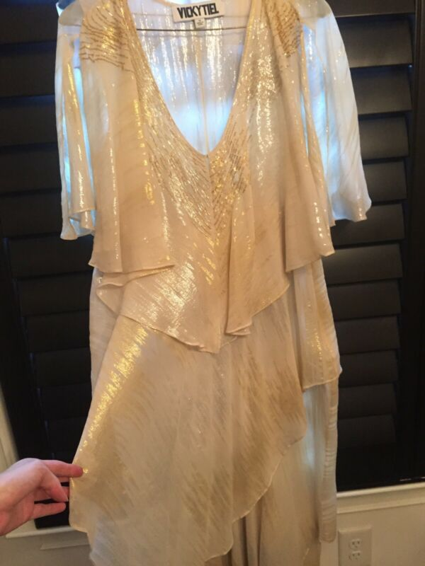 Stunning 'VICKY TIEL' Formal White And Gold Shimmer Formal Dress! Size 12.