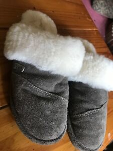 NEVER WORN nuknuk slippers