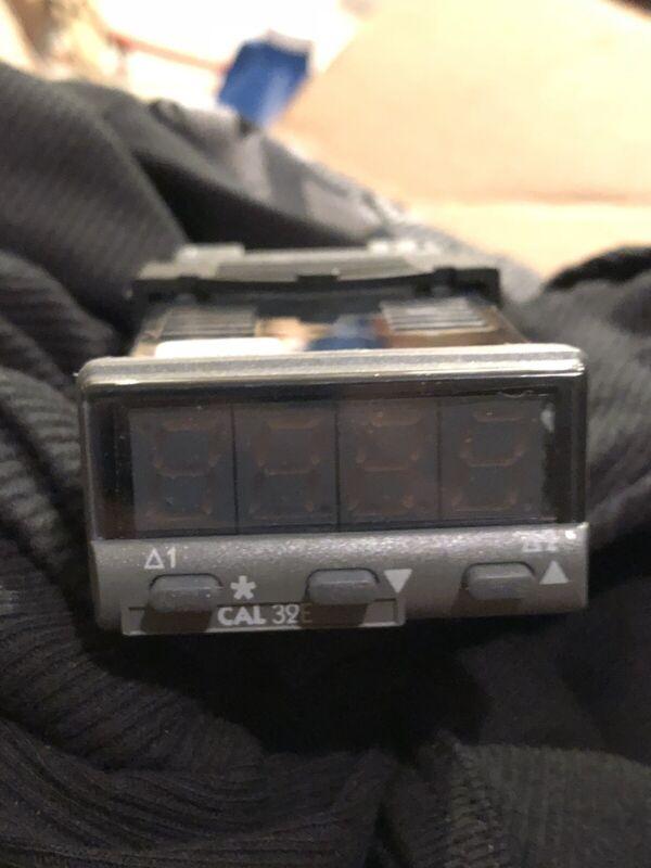 CAL Controls 3200 Series 32e PID Temperature Controller BRAND NEW