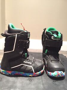 Youth SNOWBOARD BOOTS (size 6)
