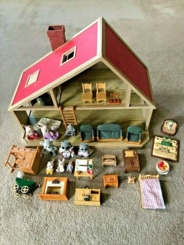 1985 Epoch Sylvanian Families DELUXE FAMILY HOUSE, Tons of Furniture, Critters