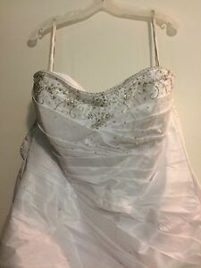New Wedding dress for sale!