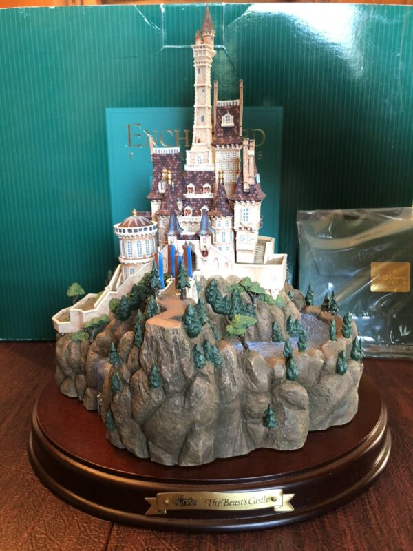 WDCC Enchanted Places Beauty & The beast - The Beast Castle w/Box & COA