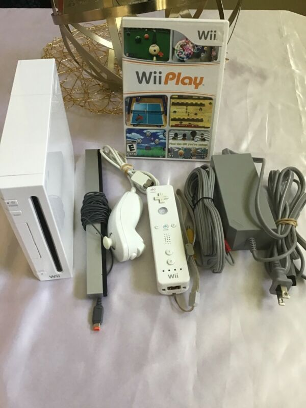 Nintendo Wii White Console-1 game-1 controller and nunchuk-cords-Tested-Pics