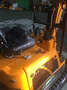Excavator mini digger ME800 all attachments included ready to work Campbellfield Hume Area Preview