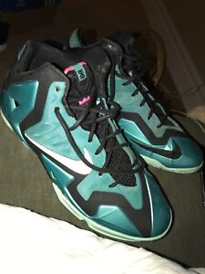 BASKETBALL SHOES SIZE 7Y