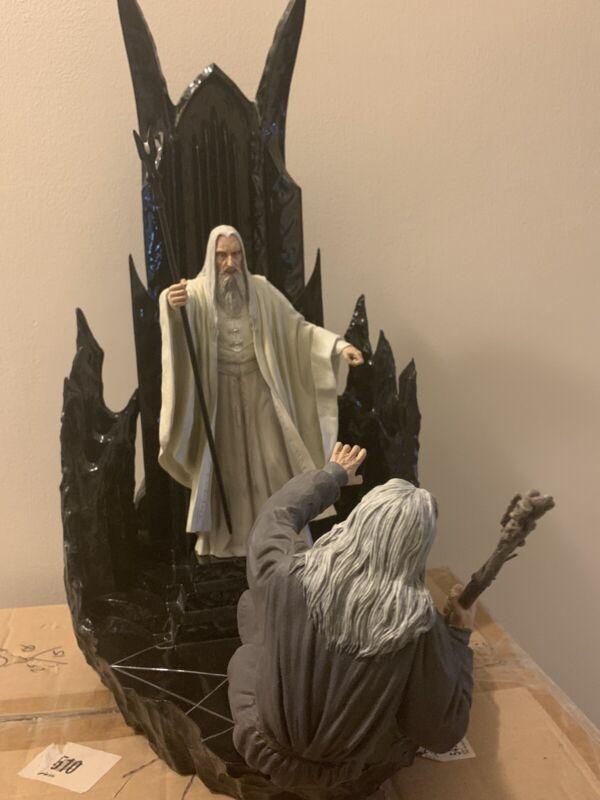 Sideshow Statue Gandalf VS Saruman LOTR Diorama -  Treachery of Saruman