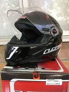 LS2 Motorcycle Helmet Full Face Small Gloss Black MINT CONDITION Elwood Port Phillip Preview