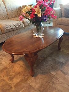 Oak coffee and end table