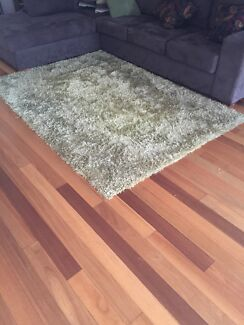 Green floor rug Langwarrin Frankston Area Preview