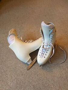 Girls Size 3 Moulded Ice Skates