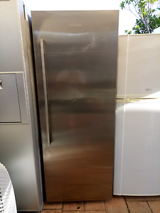 Fisher & Paykel  1 door fridge 451ltr $300 Ambarvale Campbelltown Area Preview