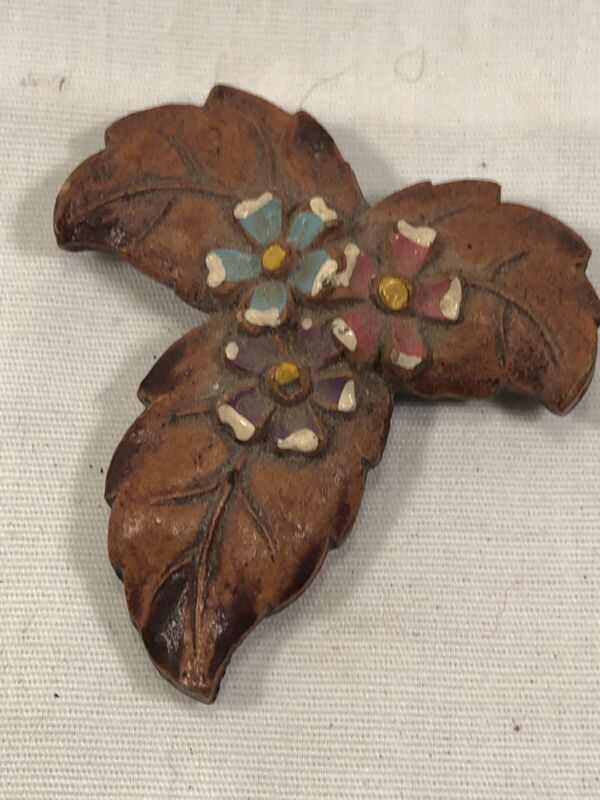 1950s CARVED WOOD DRESS CLIP