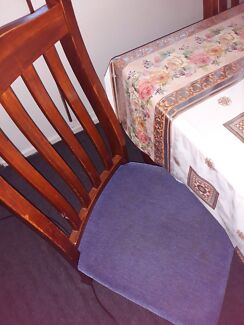 Urgent sale: Dining table with 6 chairs set