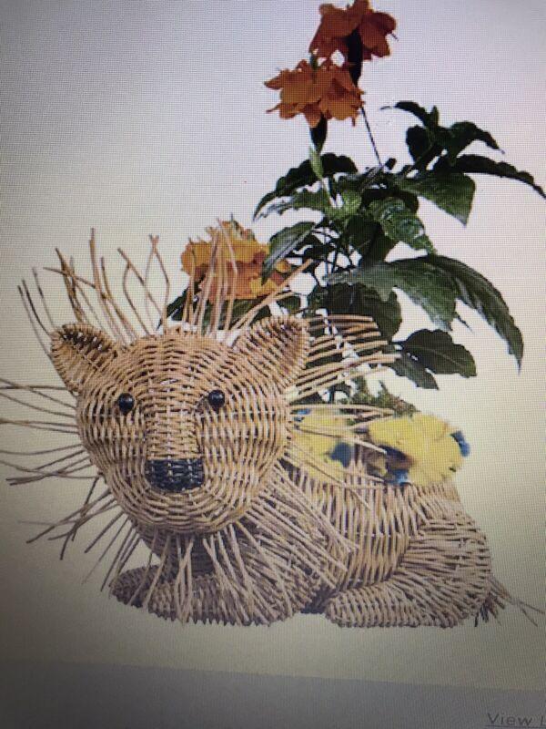 "Plastic Resin Wicker Look  Lion Planter 10.5""H  x. 7.5"" W x 15"" D NWT Pot 4.5"""