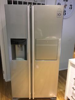 LG Side by side fridge / freezer