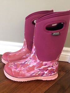 Bogs Winter Boots, Size 6