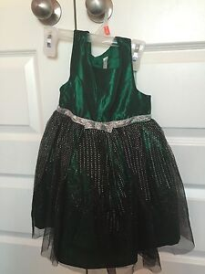 Girls size 4 party dress like new