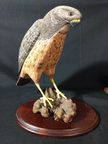 Hand Carved And Painted Red Tail Hawk Bird Statue Figure On Stand Earl Gwin