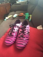 Girls blade football boots Salt Ash Port Stephens Area Preview