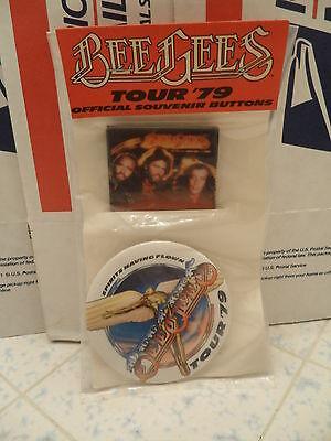 OFFICIAL SOUVENIR BUTTONS BEE GEES TOUR 1979 Spirits Having Flown TOUR 1979 NEW