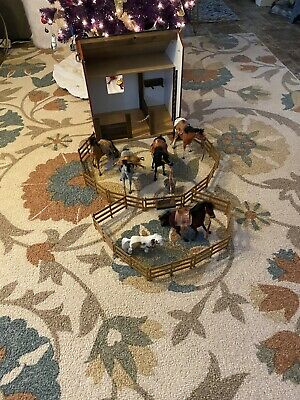 Wee Barn with Barn / Stable Horses with fence Country Living Toys Vintage 70s