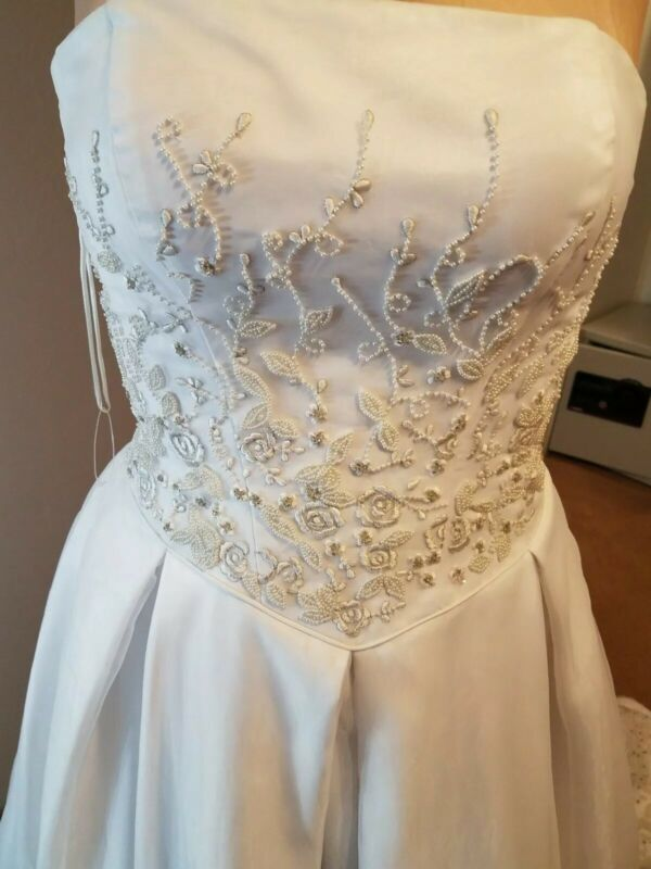 Wedding Dress New w/o Tags Size 12 Fantastic Finds Brand Strapless Breaded White