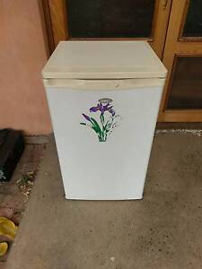 (Home delivery) NEC bar fridge 105L capacity Mile End West Torrens Area Preview