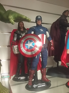 Hot toys captain america action figure in box with accessories Shailer Park Logan Area Preview