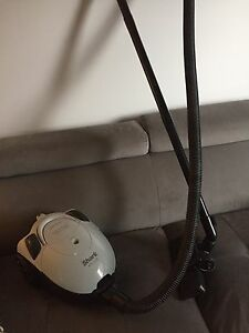 Little SHARK PLUS 1200 WATT HOOVER / Aspirateur léger Shark plus