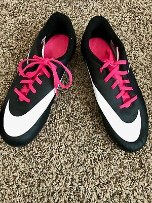 3b932f282 NIKE Girls Soccer Cleats Size 5 YOUTH Black And Pink with shin guards