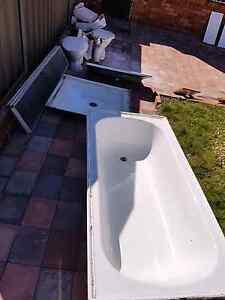 Free bathtub and toilet Carlton Kogarah Area Preview