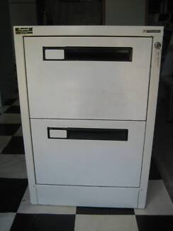 2-drawer filing cabinet with keys