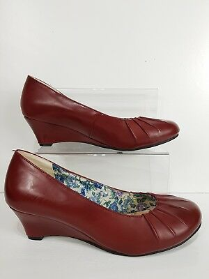 PAVERS Red Leather Court Shoes Size UK 7 Wedge ()