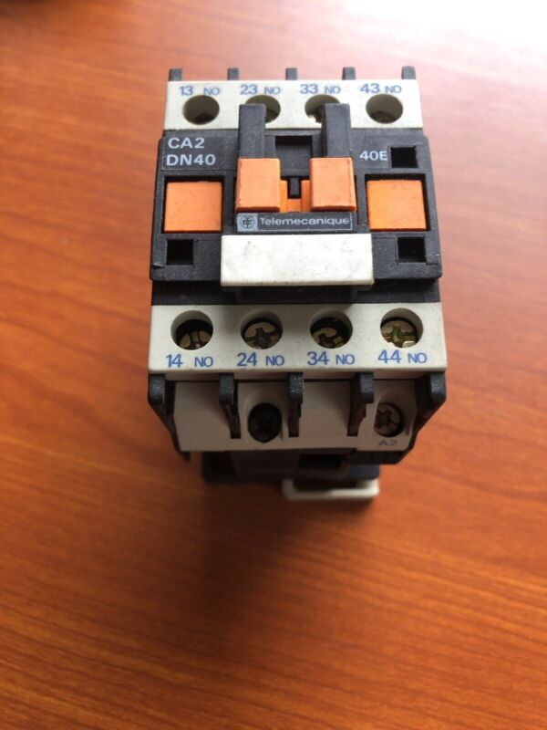 CA2 DN40M7 TELEMECANIQUE CONTROL RELAY NEW  CA2DN40