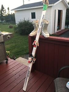 Women's size 8 down hill skis